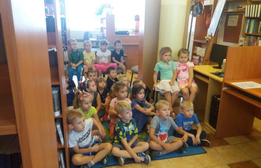 Żabki z wizytą w Bibliotece