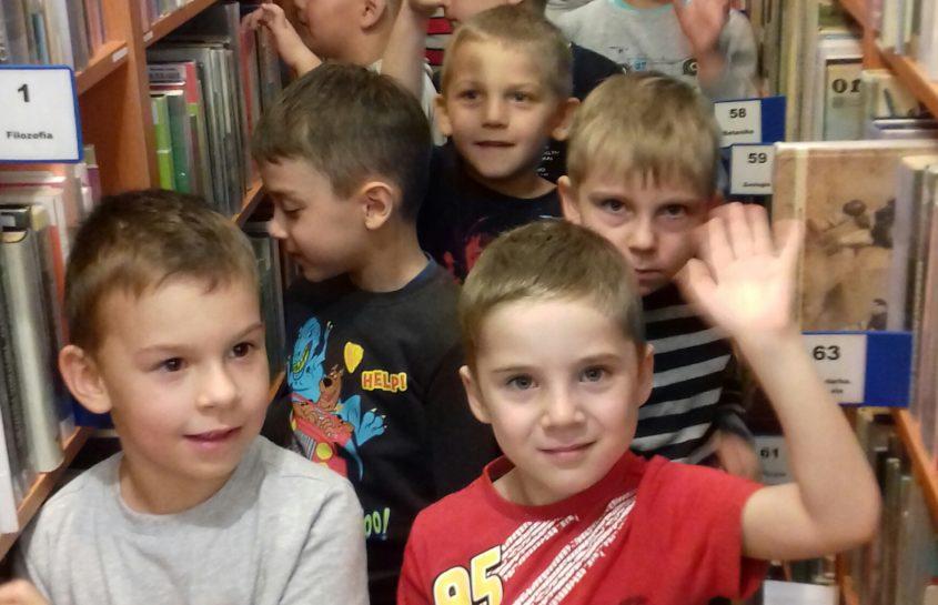 Misie na zajęciach w bibliotece